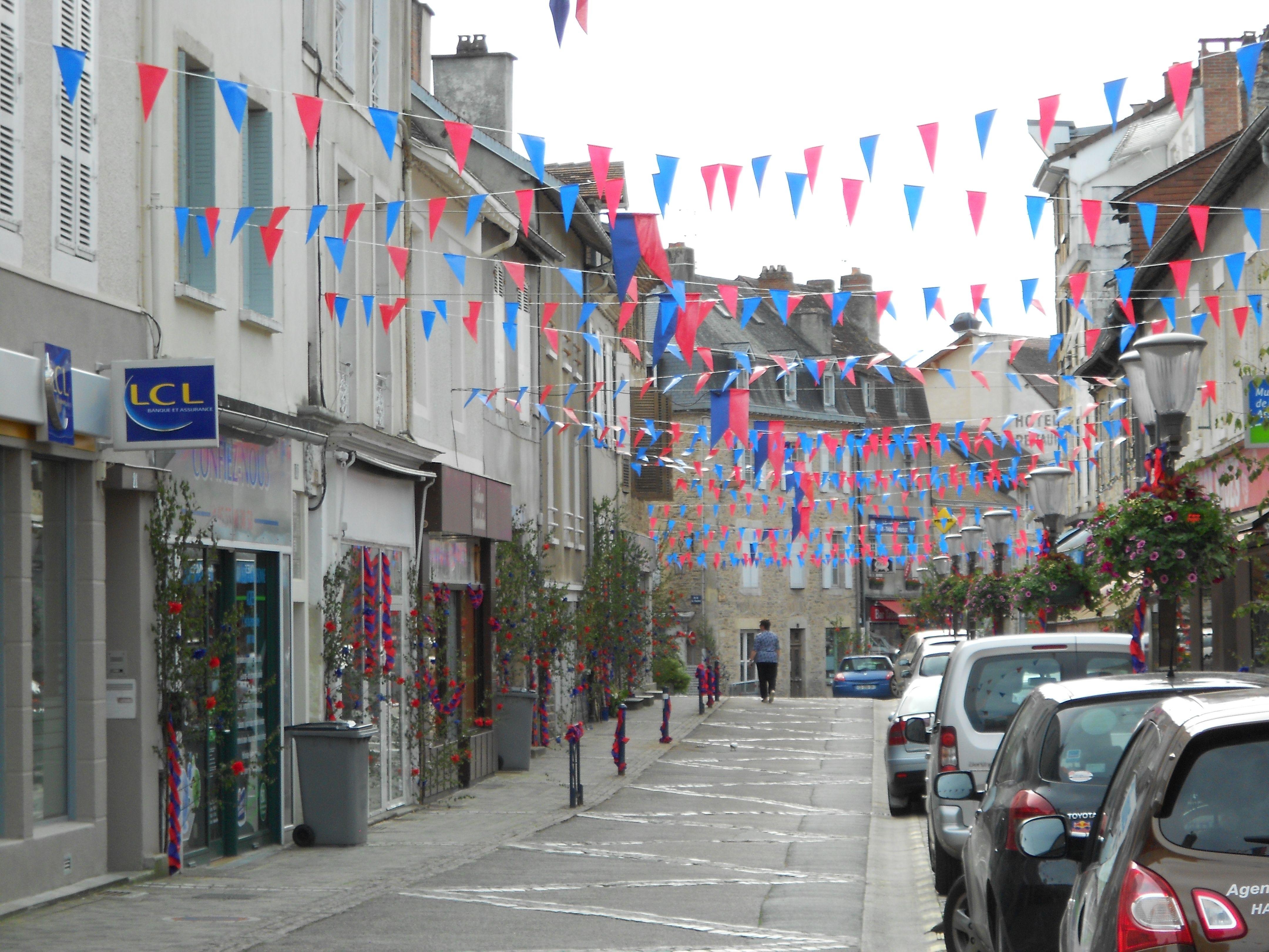 La rue du marché, plus animée... les jours de marché.