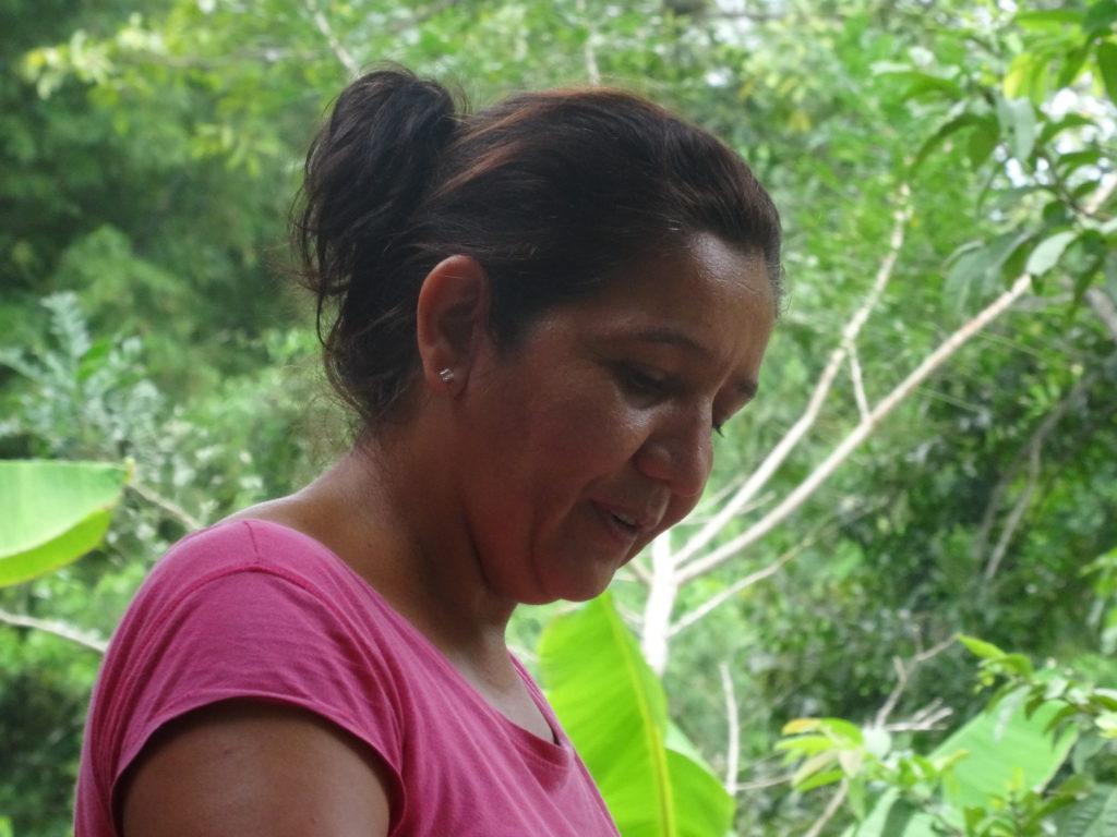 equateur-femme-rose