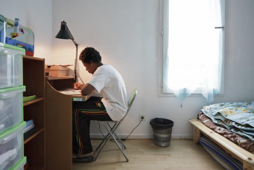 le placement en foyer a m a aid me calmer. Black Bedroom Furniture Sets. Home Design Ideas